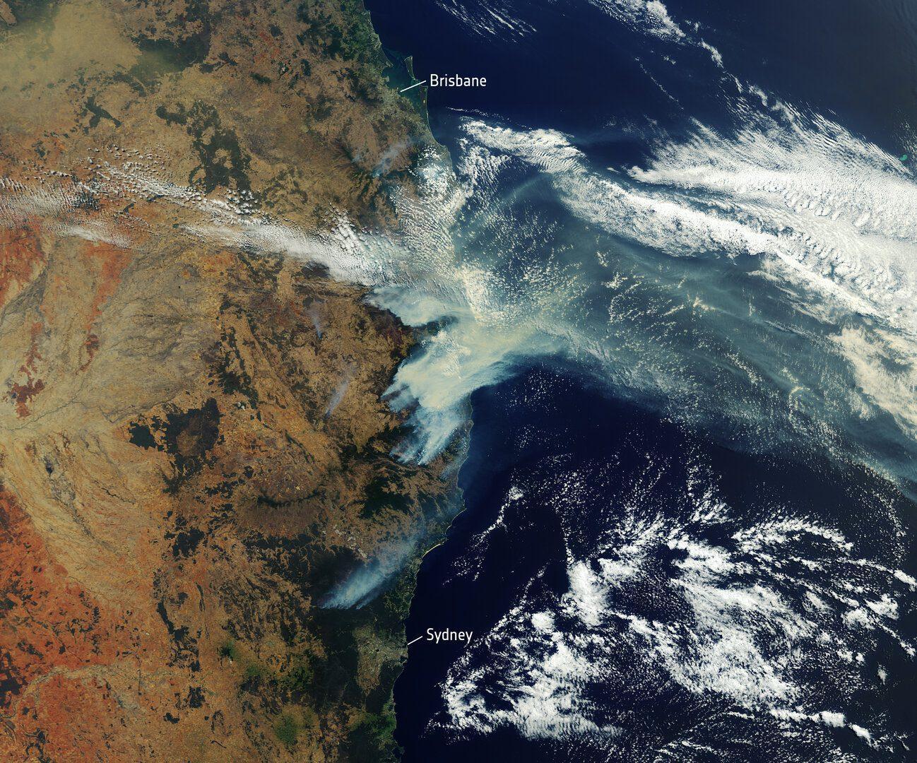 Bushfires_rage_in_Australia_pillars